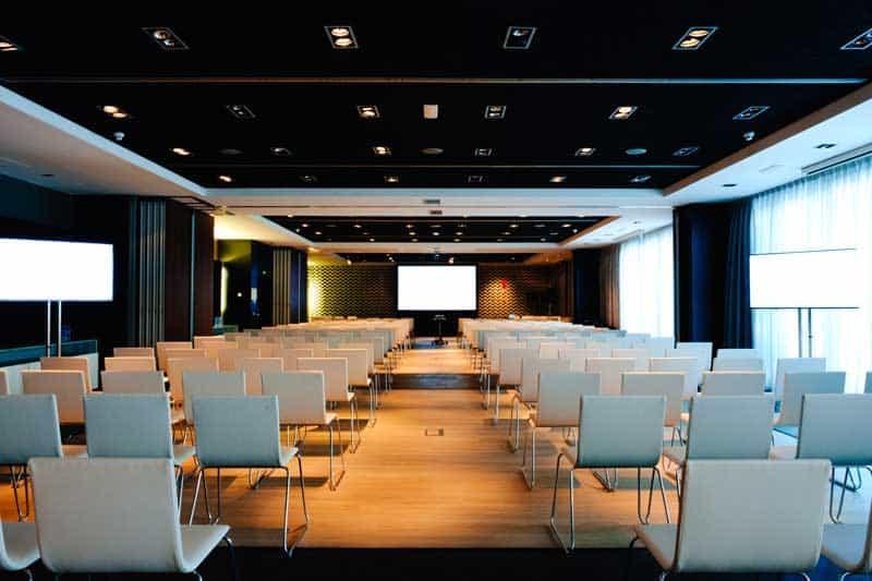alquiler de equipos de sonido, iluminacion y audiovisuales en Barcelona